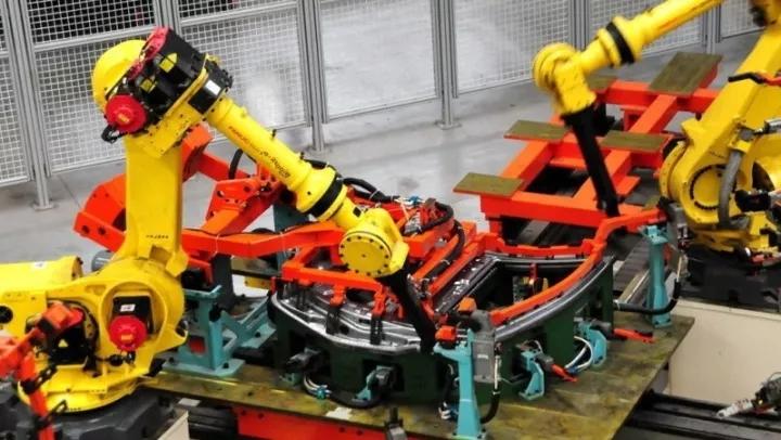 机器人 Robot 机器人网 工业机器人 上汽大通 智能定制 自动化 焊接 激光焊 涂胶 点焊 冲压 涂装 弧焊 涂胶 搬运 发那科 机器人网Robotiy.com