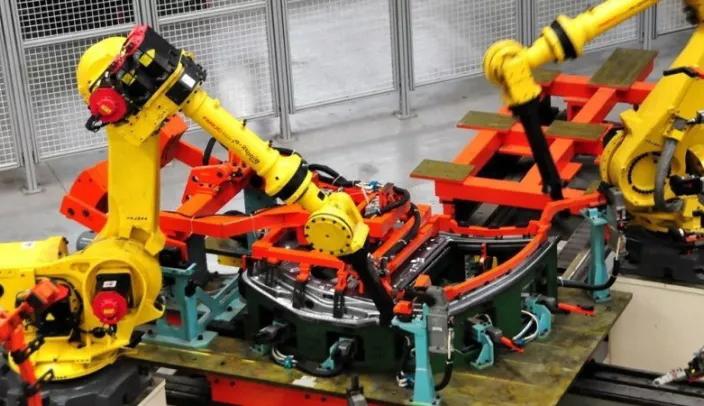 上汽大通D90:流水线上造定制车,柔性生产玩出新花样