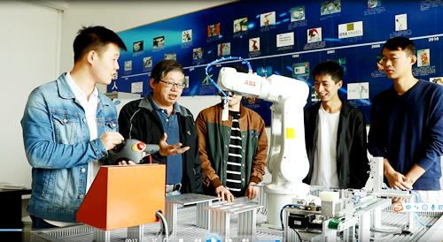 """工业机器人人才培养迎来""""瓶颈期""""做好人才细分和产教融合是关键"""