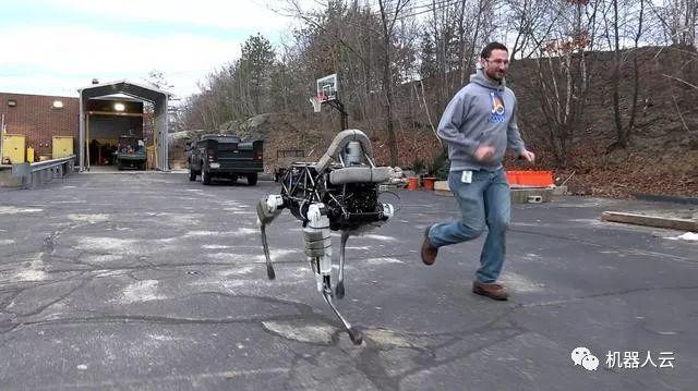 机器人 Robot 机器人云 机器人网 人工智能 机器人 波士顿动力 机器人云Robotiy.com