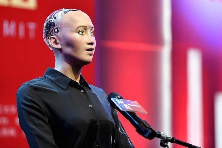 【视频】双十二,广州迎来了世界首个机器人公民索菲娅