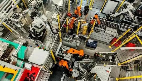 """国产工业机器人正上演""""冰与火之歌"""""""